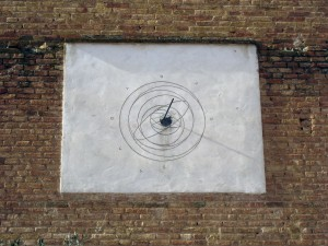 A sun dial on the side of the church! With an accurate time too.